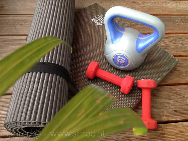 getting fit and gain strenght with kettlebell, weights and HITT training